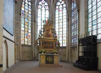 Die Fenster im Altarraum sind aus dem 14./15. Jahrhundert