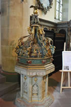Gotisches Taufbecken mit barocker Haube