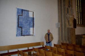 Krenz, Bruno vor seinem Bild in der Münsterkirche 2016